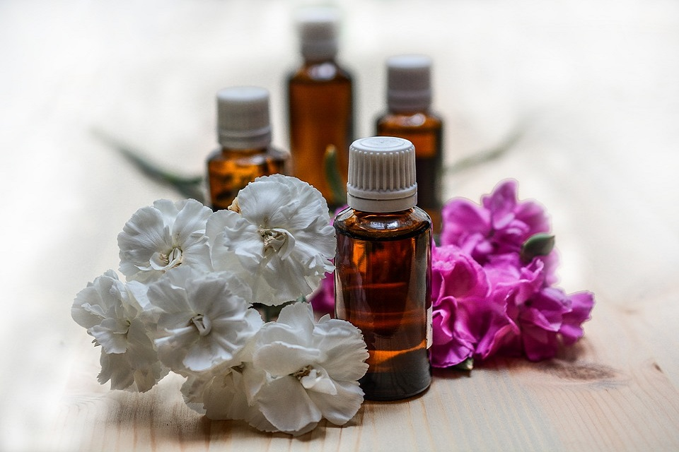 essential-oils-1433692_960_720-1