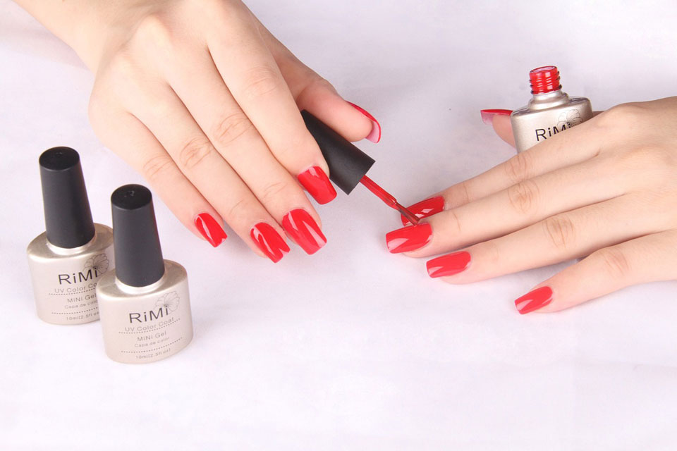 cosmetology-polishing-red-beauty-1471324